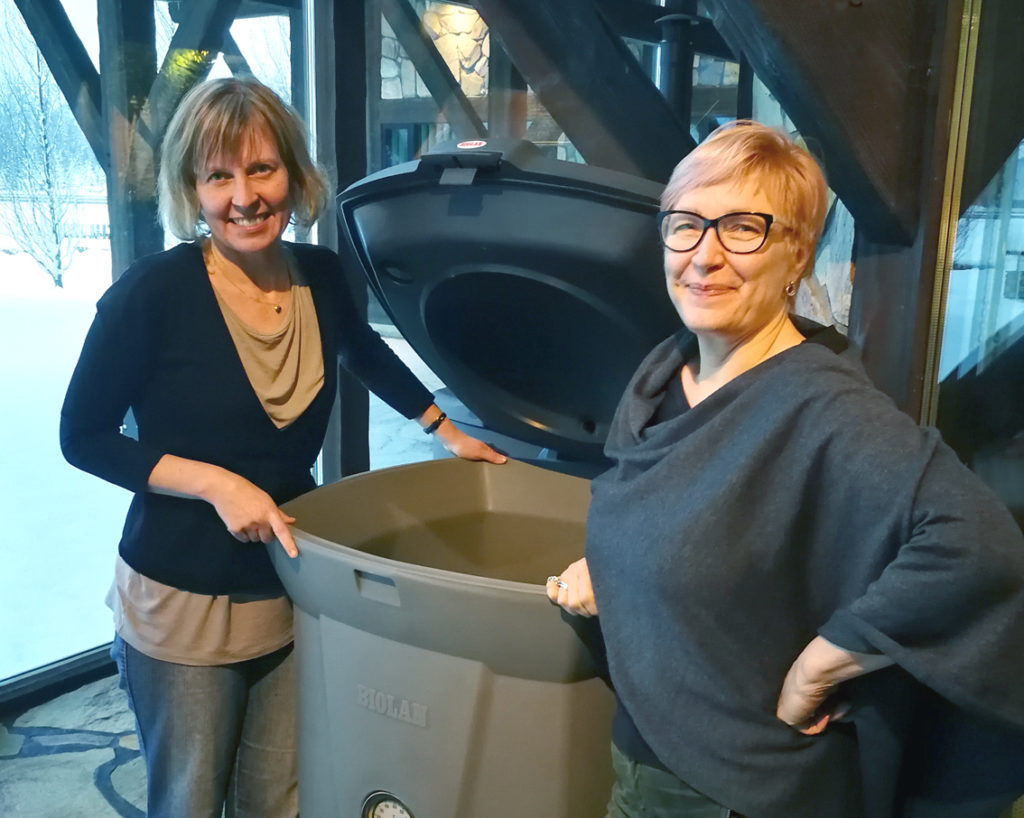 The next level of recycling biowaste: An IoT-enhanced compost guides the user on how to maintain it optimally