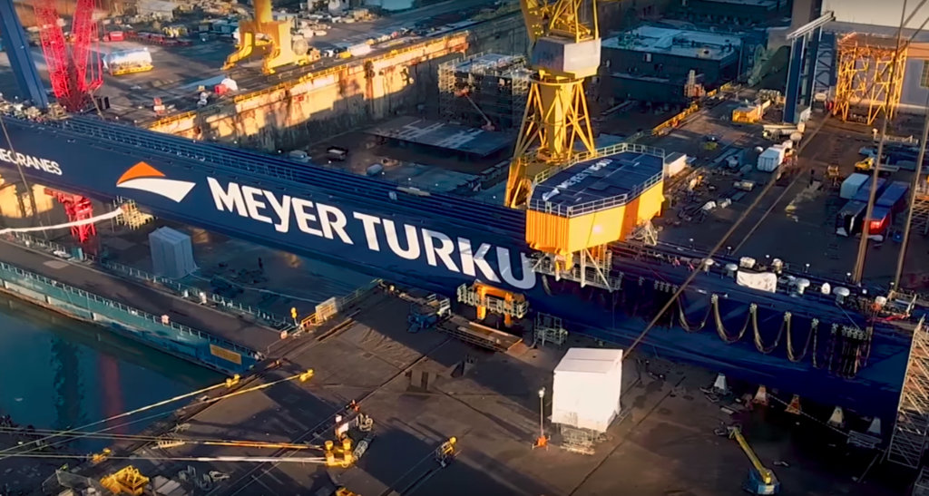 The Goliath Crane of Meyer Turku hides in an intelligent lighting system – The LED technology provided by Easy LED brings sustainable light